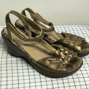Gold Jambu sandals